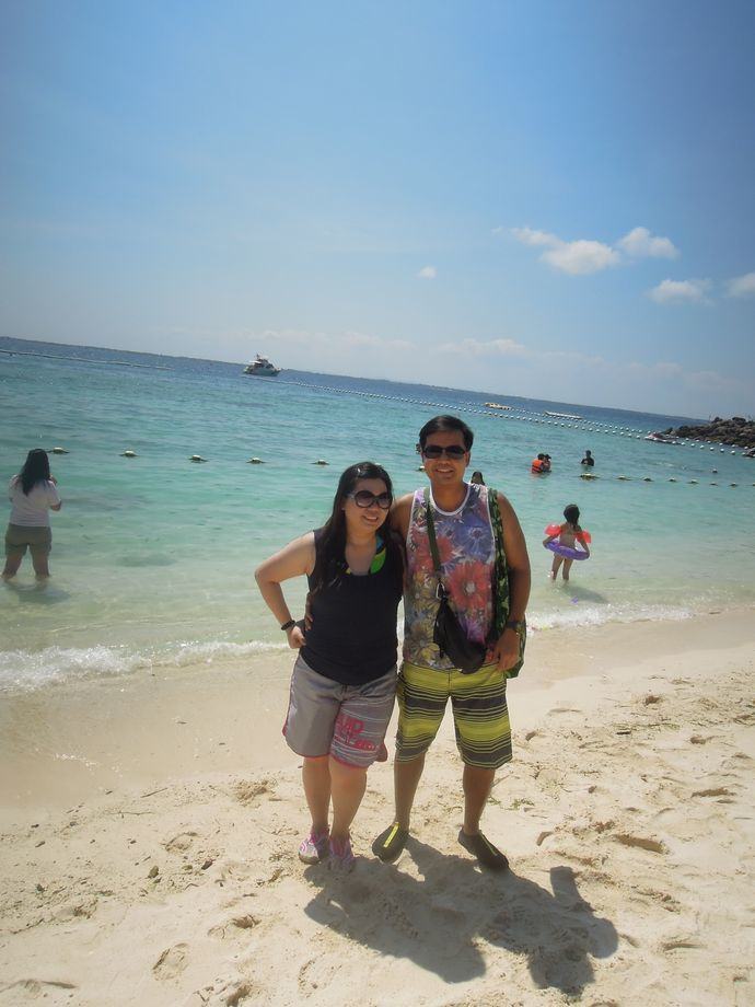Couple travel blogger at the Shangri-La's Mactan Resort and Spa cove