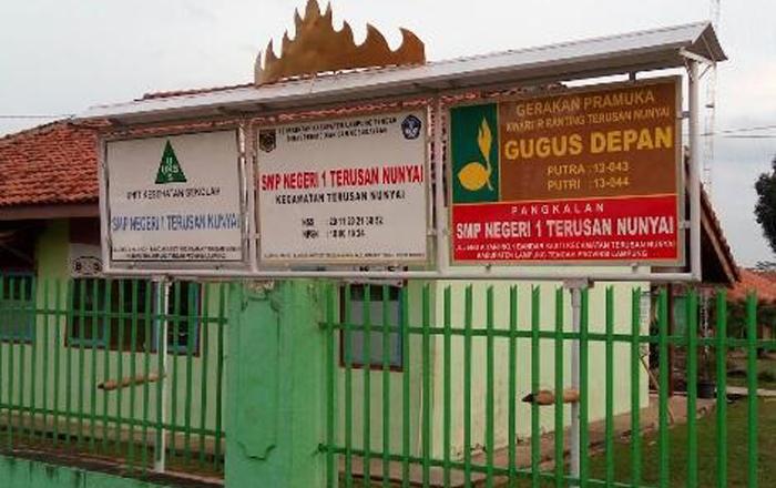 Bantu Siswa Miskin, SMPN 1 Terusannunyai Beri Kemudahan Bersama KIS Lampung