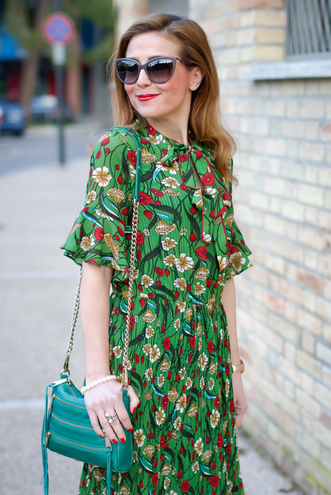 Metisu green pleated midi dress on Fashion and Cookies fashion blog, fashion blogger style