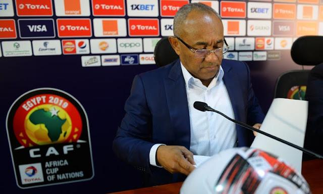 كرة القدم: رئيس الاتحاد الإفريقي لكرة القدم ، مصاب بفيروس كورونا ، ويترك منصبه مؤقتًا