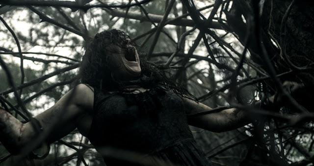 Escena del remake de Evil Dead