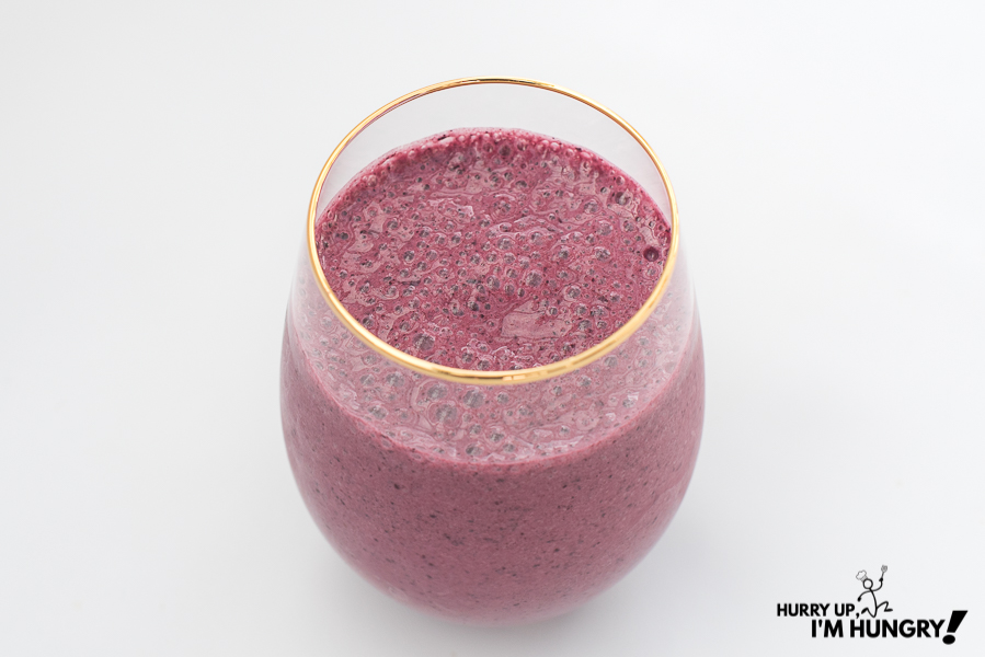 Recipes with Saskatoon berries: make a Saskatoon berry and banana smoothie
