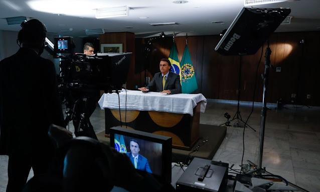 """Bolsonaro: """"Quero tranquilizar o povo brasileiro e afirmar que as vacinas estão garantidas"""""""