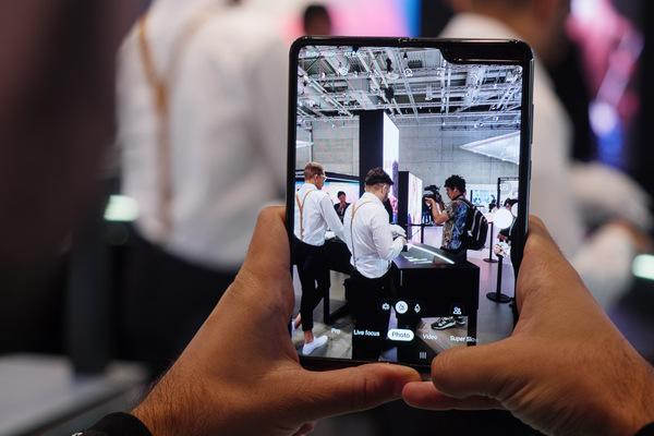 تقارير: سامسونع تعمل على هاتف قابل للطي جديد