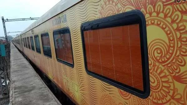 India's first private train IRCTC Delhi- Lucknow Tejas Express will start his journey from 4th October