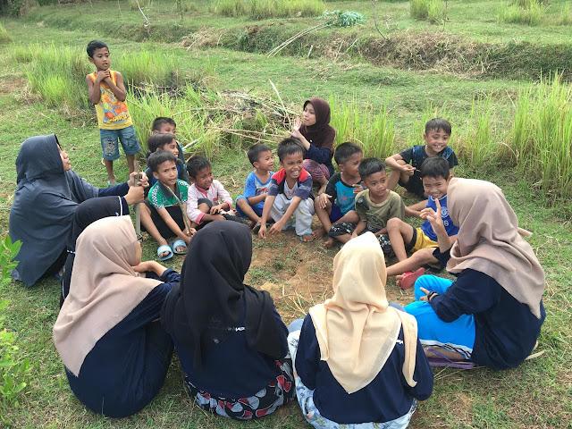 Mengajar Alam bersama anak Batangan KKN 90