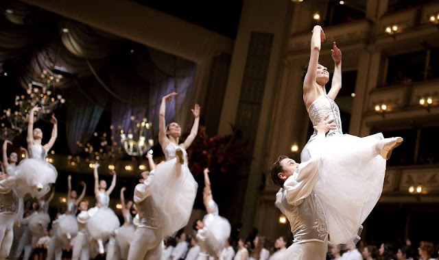 Dancers rehearse for grand Vienna Opera Ball
