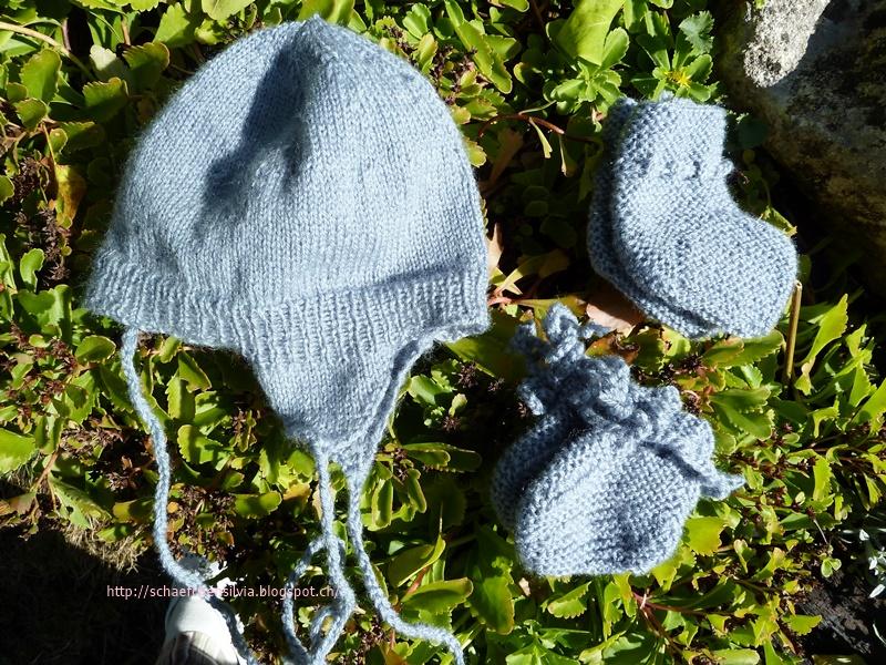 Schäfchen Silvia Eine Babymütze Mit Ohrenklappen Und 2 Paar Babyfinkli