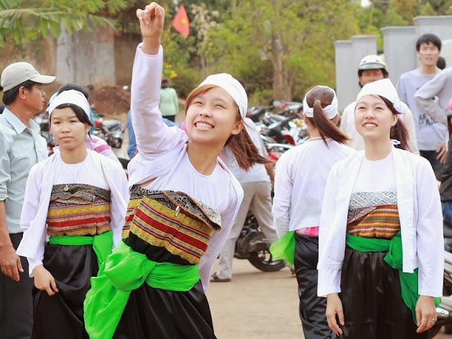 Vietnamese Ethnic Traditional Female Costumes 3