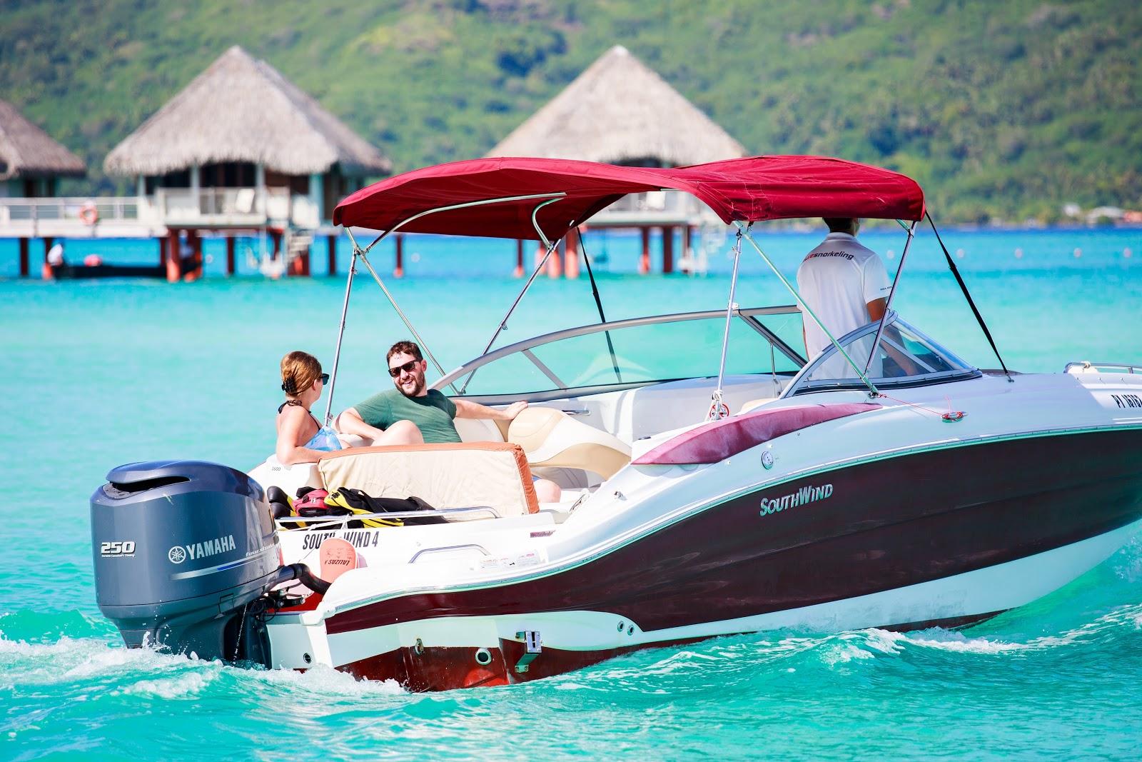 也可以在飯店的私人碼頭搭乘tour提供的快艇