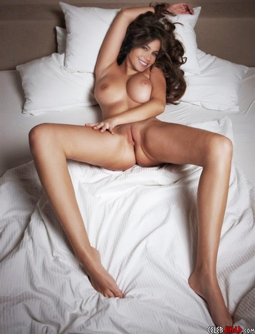 Latest Hot News Online: Sofia Vergara Laying Naked In Bed