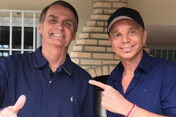 Cantor Netinho elogia Bolsonaro e revela que está há quatro anos sem transar