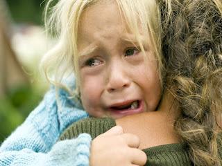 8 Tips Jitu Menghadapi Anak yang Rewel di Tempat Umum