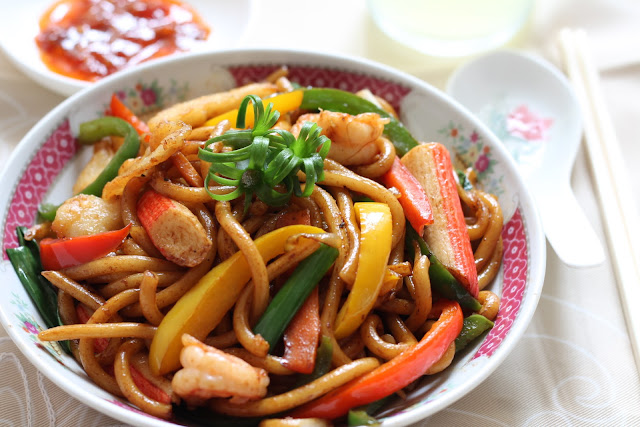 my bare cupboard: Stir fried udon noodles with seafood in ...