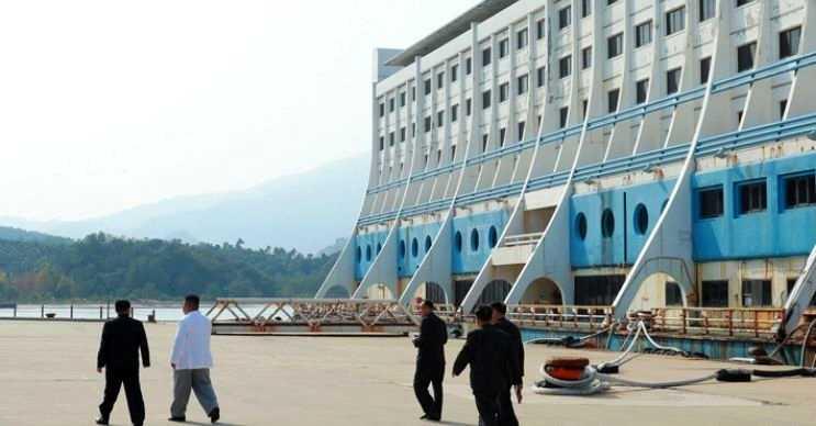 Kuzey Kore'deki ilk yüzen otel olmasına karşın orada da kaderine terk edildi.