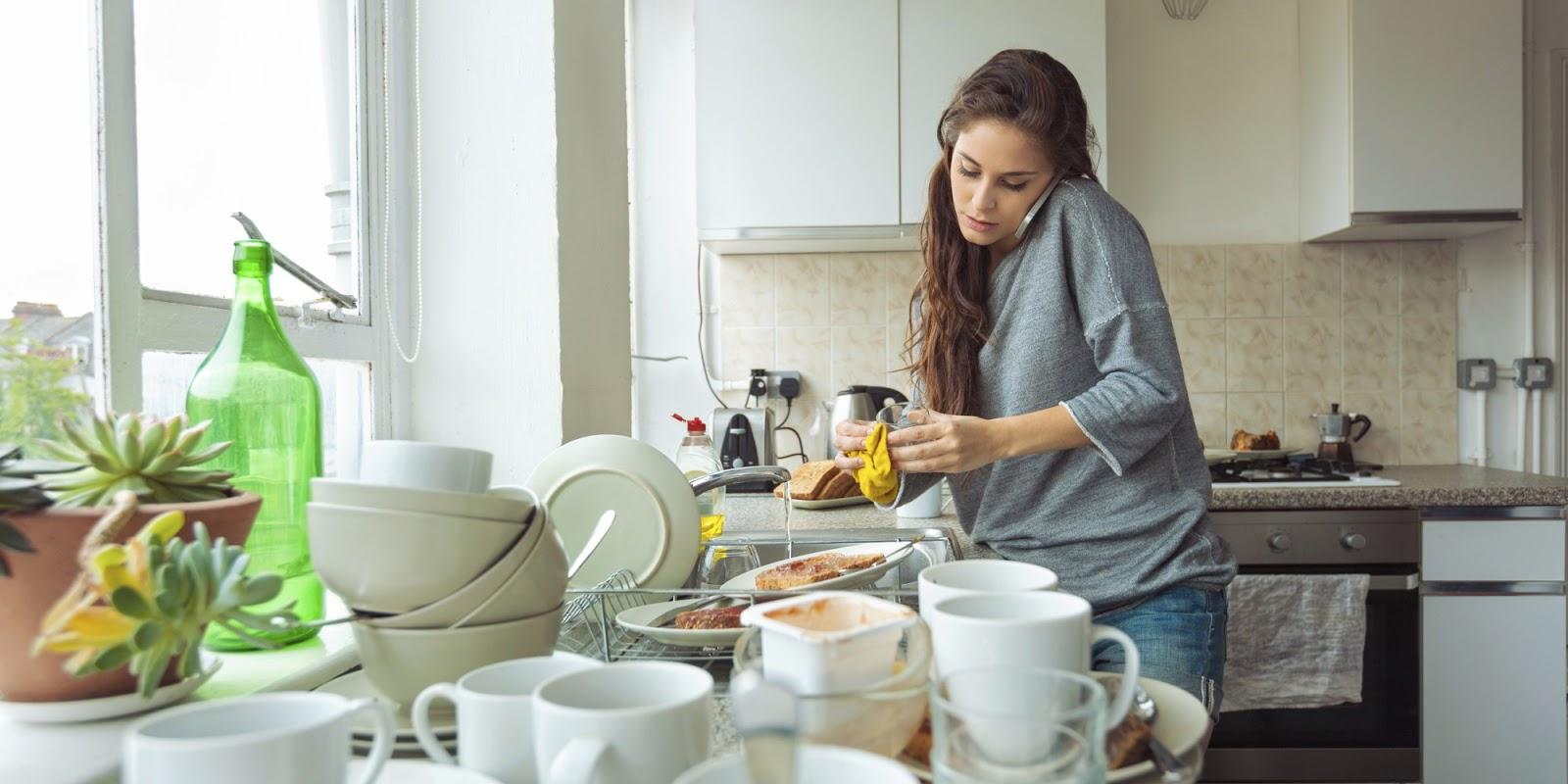 Kiat Mudah dan Cepat Mencuci Piring Bagi Ibu Rumah Tangga