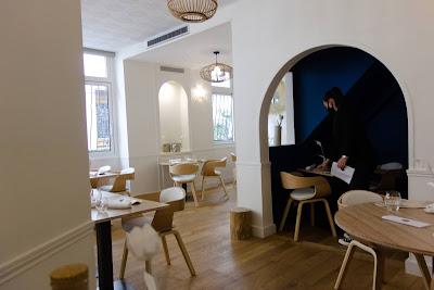 Intérieur restaurant Mosuke 14 ème, blog Délices à Paris.