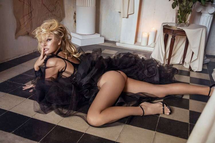 Pamela Anderson Latest Sexy Photoshoot Gallery