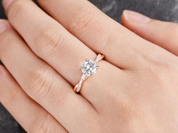 What are Moissanite Rings?