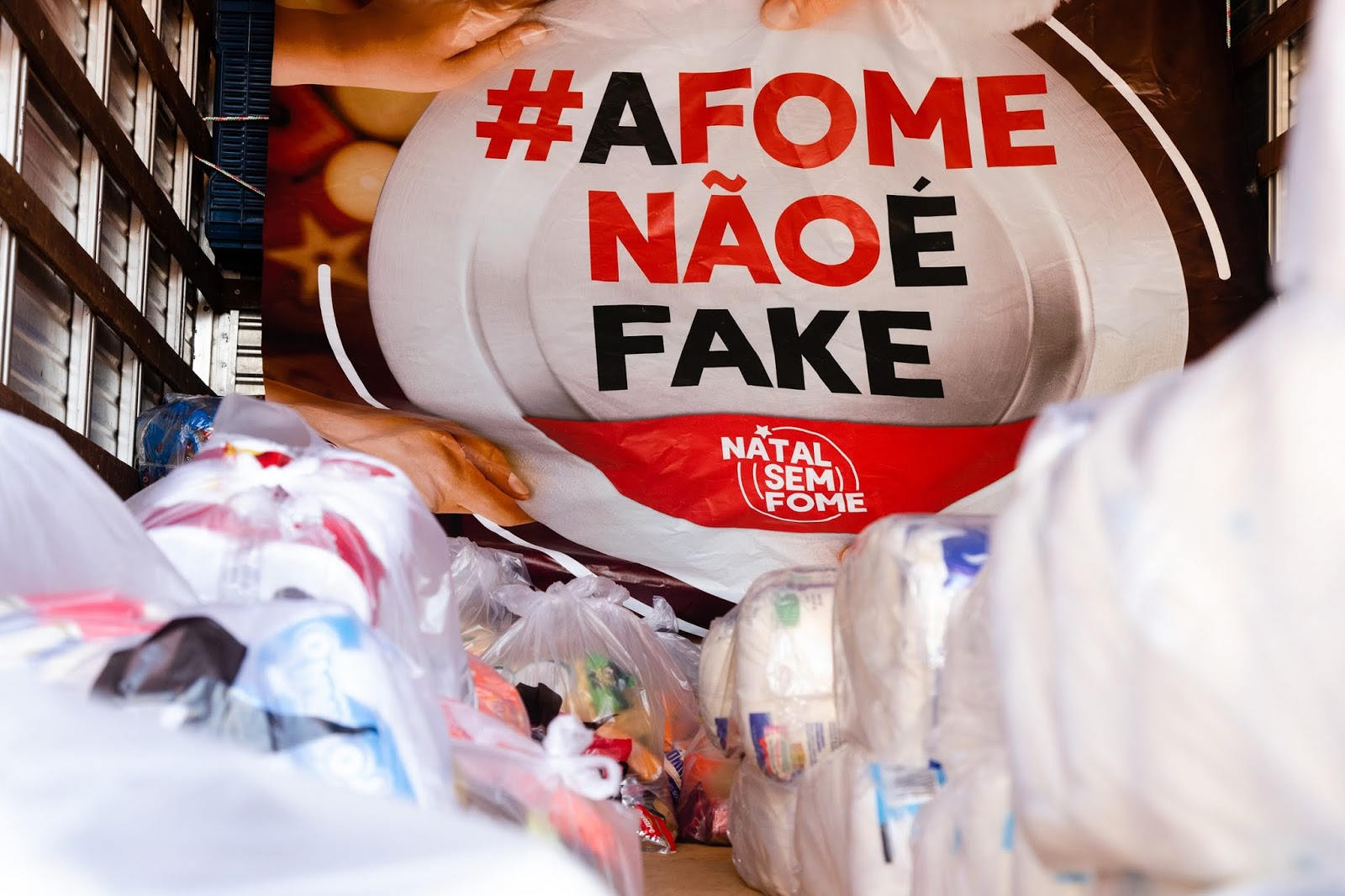 Conjunto Nacional arrecada nove toneladas de alimentos para a campanha Natal sem Fome