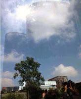 """'floating city' over the city of Foshan in China -  """"pływające miasto"""" nad miastem Foshan w Chinach"""