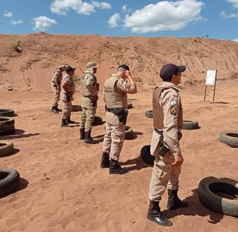 PM encerra instrução de manuseio do novo armamento aos policiais militares em Araguatins