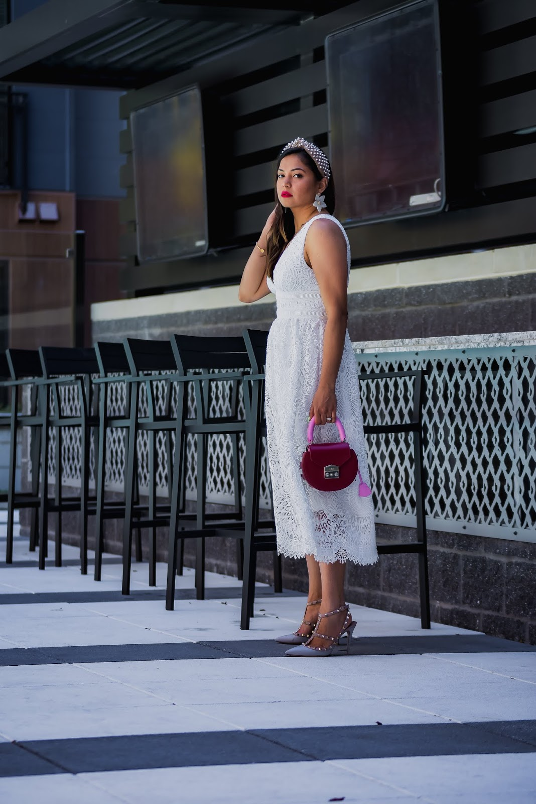 white dress, summer wedding outfit, valentiono rockstud pumps, lele sadoughi paerl headband, red bag, street style, myriad musings