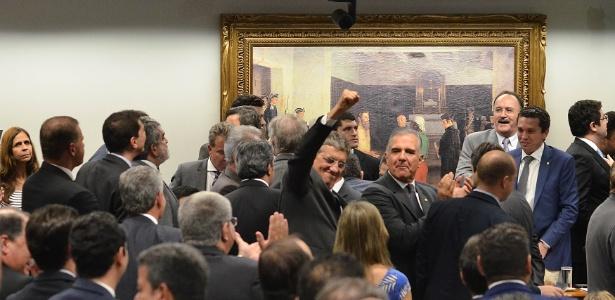 Governo libera R$ 266 milhões em emendas a deputados que apoiaram Temer na CCJ