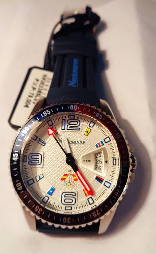 Reloj náutico Neckmarine, 79€, acero, con calendario, 10 atm.