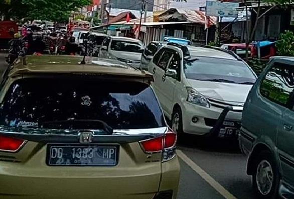 FOTO: Macet Sepanjang 2km di Jalan Poros Makale-Rantepao