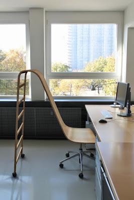 Witziger Bürostuhl mit Rutsche