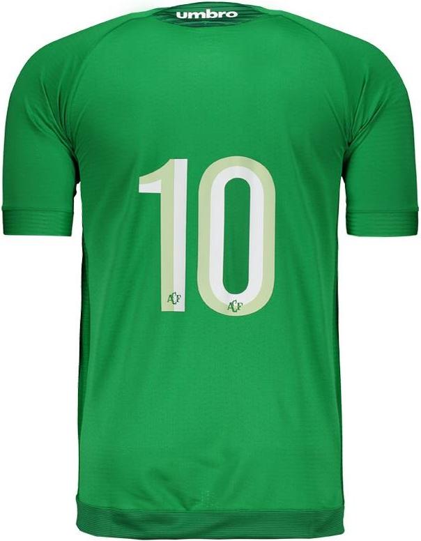O uniforme reserva é predominantemente branco com detalhes em verde claro cb966f40d5fac
