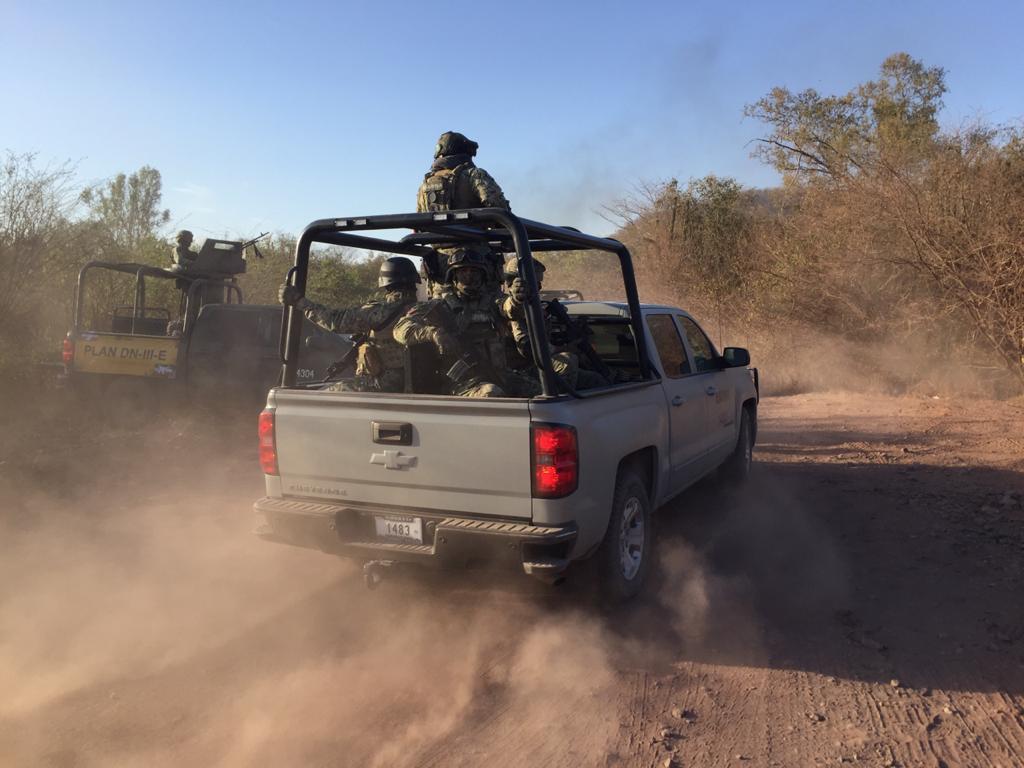 Otra vez el Cártel de Sinaloa en Tepuche; Sinaloa, indican caminos tomados por sus Sicarios, ejecución de 2 hombres, quema de casas y vehículos