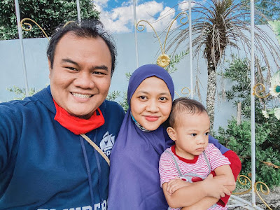 Berpose bersama di istana kuliner restaurant, Bandungan