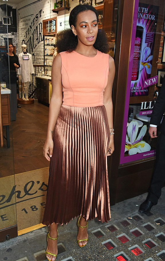 Solange-Knowles-Style-Lame-Pleat-Skirt