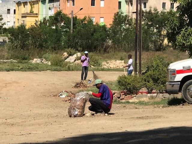 Fiscalías disponen ciudadanos que han violado toque de queda recojan basura donde fueron detenidos