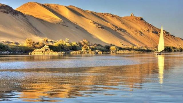 لماذا دُفن سيدنا يوسف عليه السلام فى قاع النيل؟ ولماذا لم يدفن في الأرض ؟