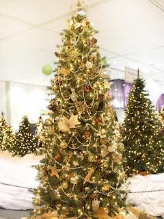 árbol navideño color oro