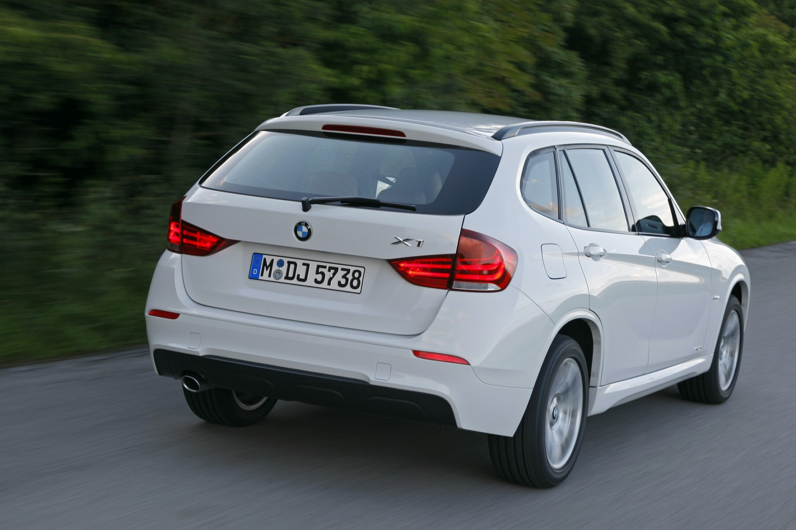 bmw x1 sdrive 20d exclusive review cars prices. Black Bedroom Furniture Sets. Home Design Ideas