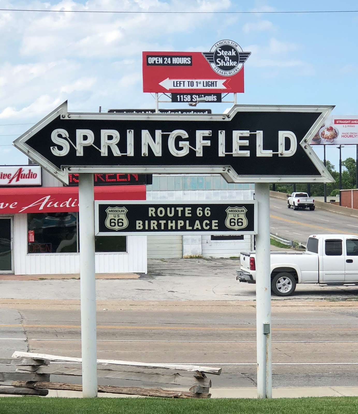 our next stop was springfield via i 44 and we took pictures of two 1956 fords displayed at the old rail haven motel best western now operates the place