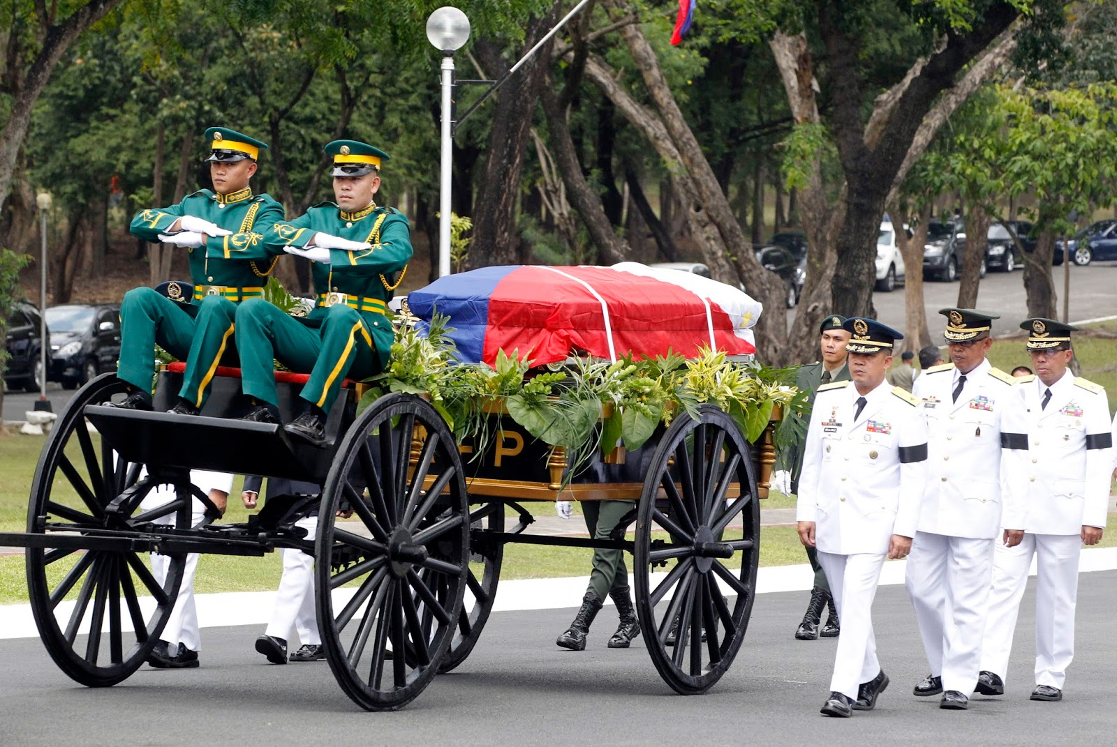 elpidio quirino problems In an effort to solve the massive socio-economic problems of the period, president roxas reorganized the government, and proposed a wide-sweeping on april 17, 1948, vice president elpidio quirino, back in malacañan palace, knelt and wept unabashed before the casket bearing the remains of manuel roxas (photo.