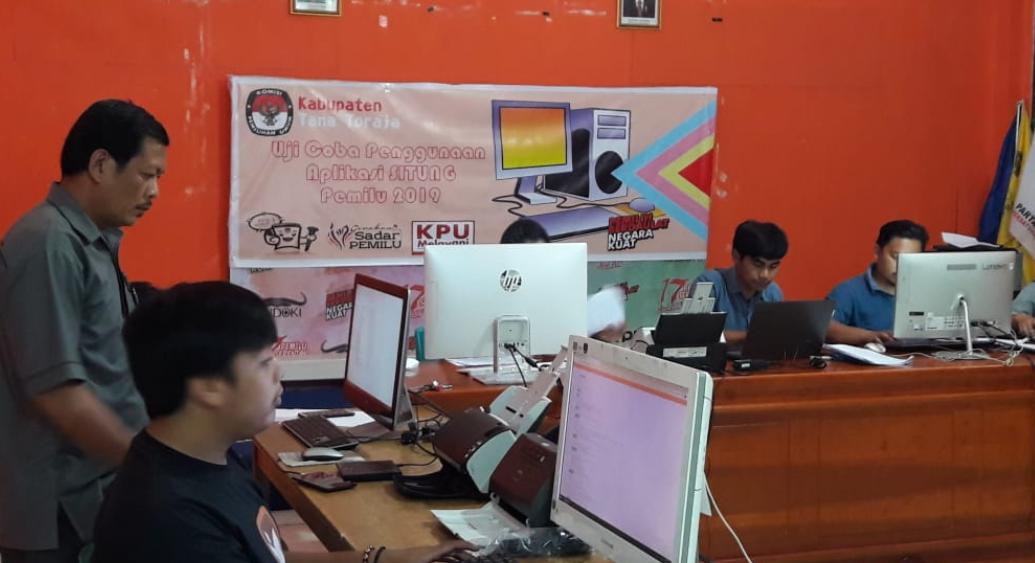 KPU Tana Toraja Gelar Uji Coba Penggunaan Aplikasi SITung untuk Pemilu 2019