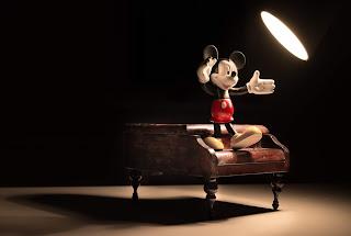jam tangan disney micky mouse yang banyak menarik perhatian