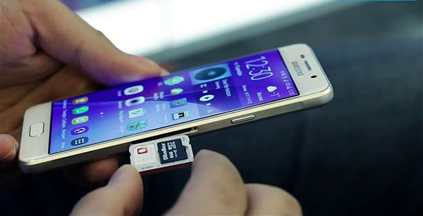 اليك 6 تطبيقات ستحول هاتفك الذكي 180 درجة