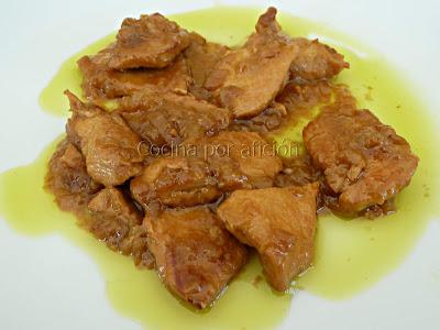 Pechugas de pollo al cava en salsa de cebolla y cúrcuma