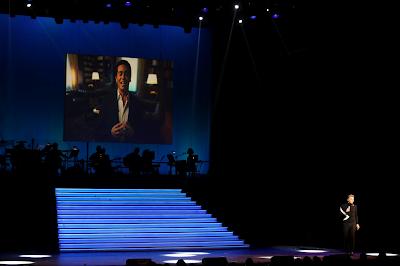 Ο Τάκης Ζαχαράτος μιμείται τον Έλληνα Πρωθυπουργό Αλέξη Τσίπρα στη μουσική παράσταση «Μαρινέλλα - Ζαχαράτος στον καθρέφτη του Παλλάς» (Πρεμιέρα) στο Θέατρο «Παλλάς», στις 31 Δεκεμβρίου 2016.