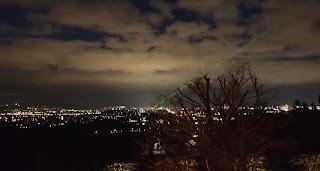 Nachtansicht von Kassel mit Laser vom Schlosshotel Wilhelmshöhe aus