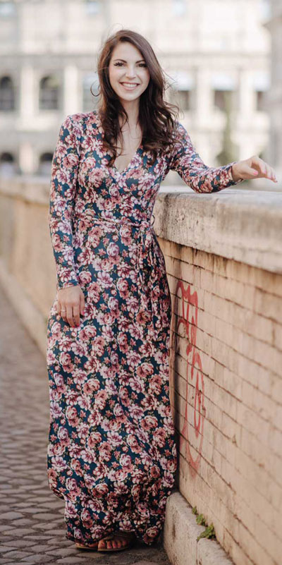 Do you like comfortable & cozy dress outfits? See these 29 Best Casual Dressy Outfits to Look Fantastic. Women's Style + Fashion via higiggle.com | Floral Maxi Dress | #fashion #floral #casualoutfits #maxidress