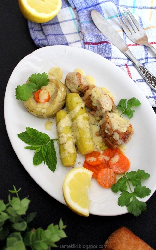 Χοιρινό με κρέμα αυγολέμονου, κολοκυθάκια, αγκινάρες και καρότα