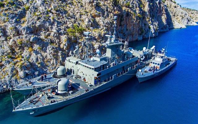 ΠΝ: Εντυπωσιακές εικόνες από την «απόκρυψη» πολεμικών πλοίων σε βραχονησίδες (ΒΙΝΤΕΟ)